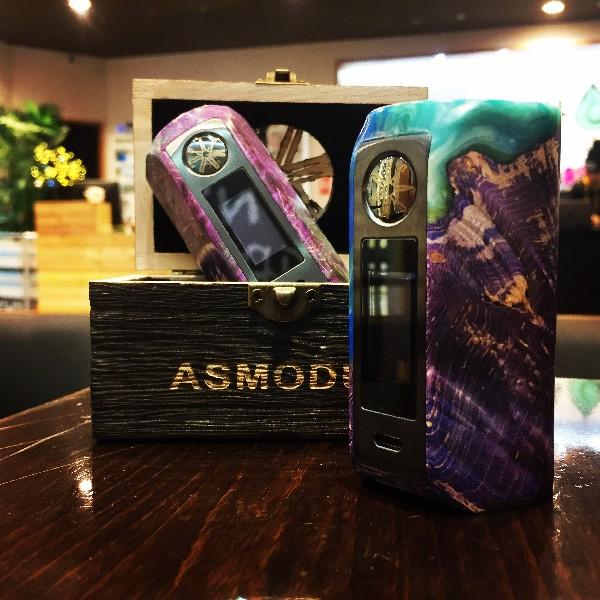 La Minikin V2 Kodama de chez Asmodus, une très belle box bien fini en bois stabilisé et résine !
